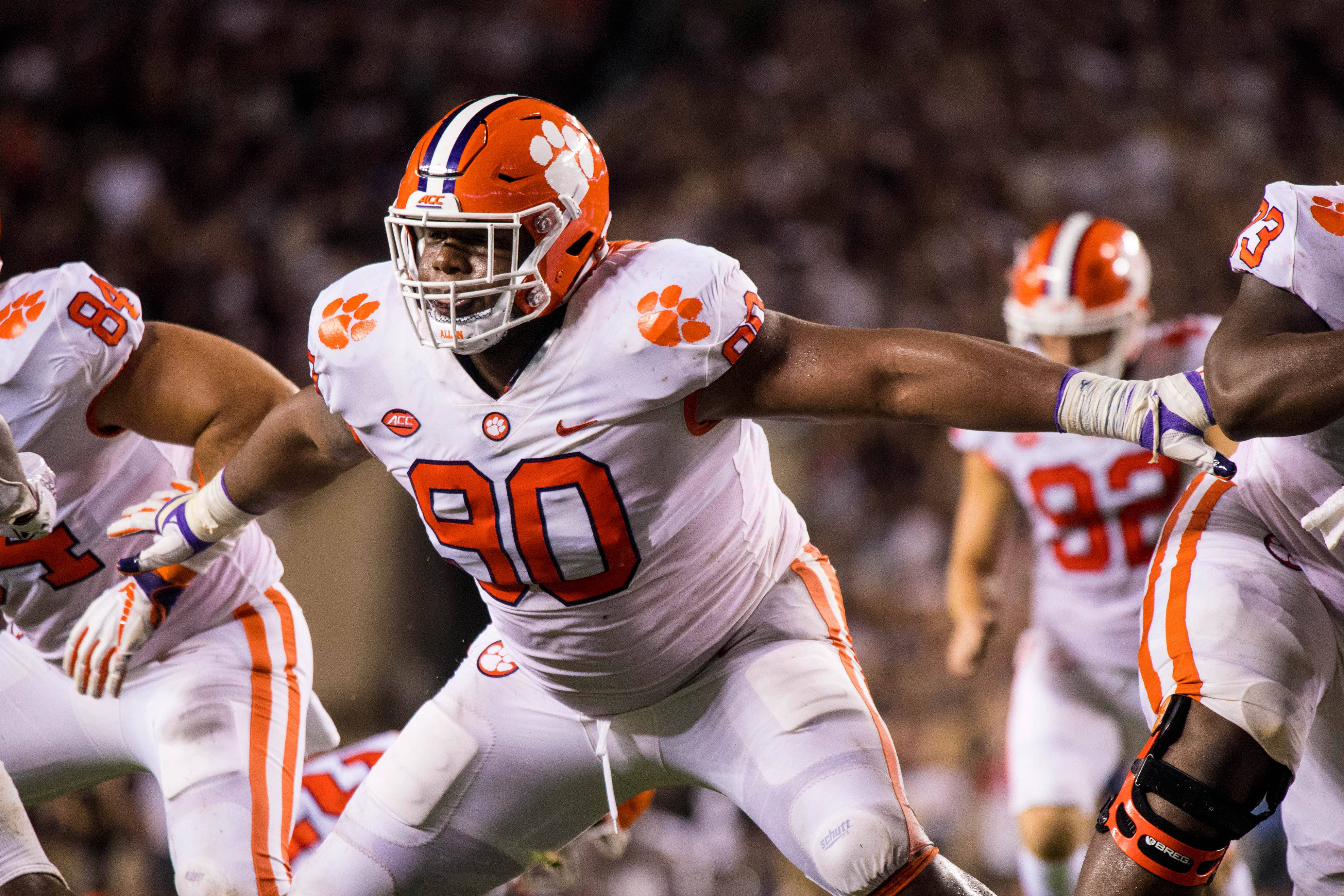 The New York Giants pick Clemson defensive tackle Dexter Lawrence with the 17th overall pick in the 2019 NFL Draft.