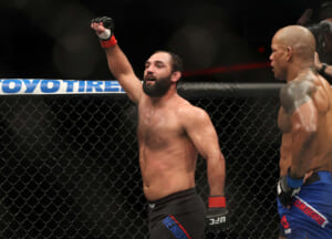 UFC: Should athletic commissions show live scores in between rounds?