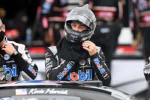 NASCAR: Late drama allows Kevin Harvick to steal another win