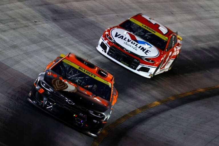 NASCAR: Kyle Larson wraps Round of 16 with win at Bristol